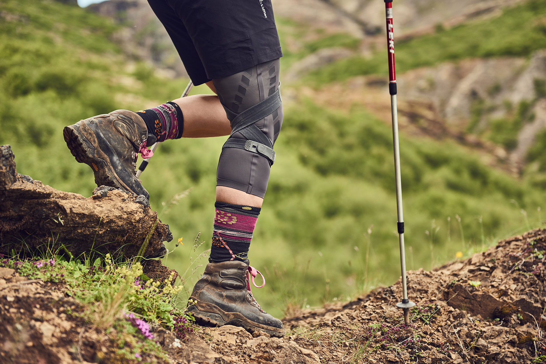 Knee brace can reduce pain while hiking
